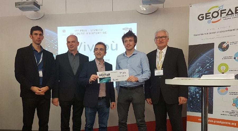 Pierre-Yves Nury et Pierre-Alexandre Kofron se faisant remettre le prix Géofab